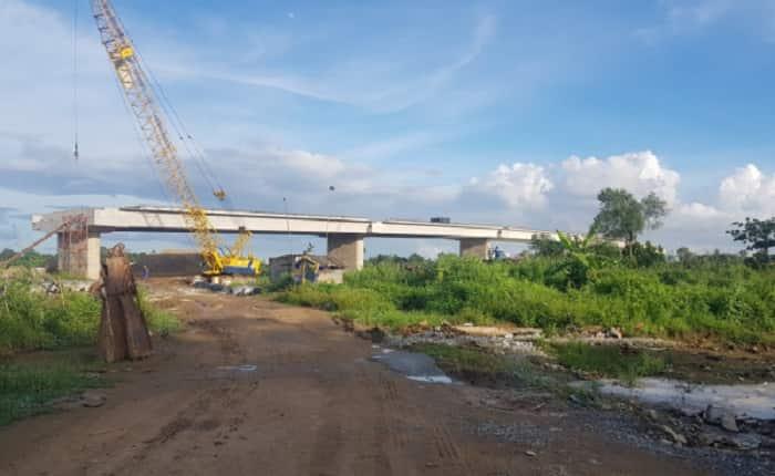 cầu Long Đại bắc qua sông Tắc
