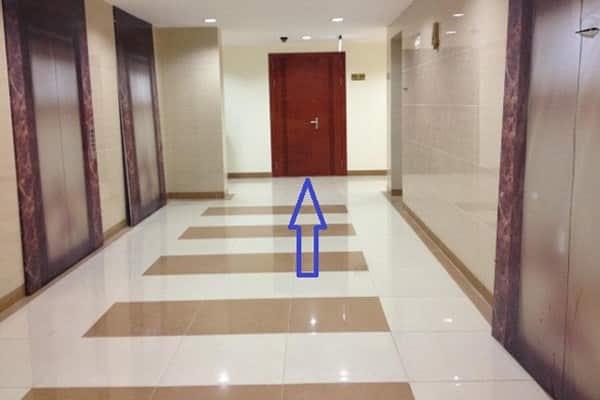 cửa chính căn hộ cần tránh theo phong thủy