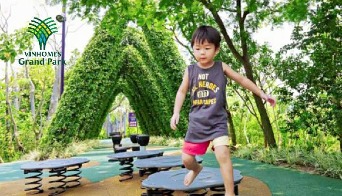 Trẻ em vui chơi tại vinhomes grand park quận 9