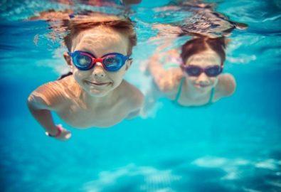 Trẻ em bơi tại Vinhomes Grand Park quận 9