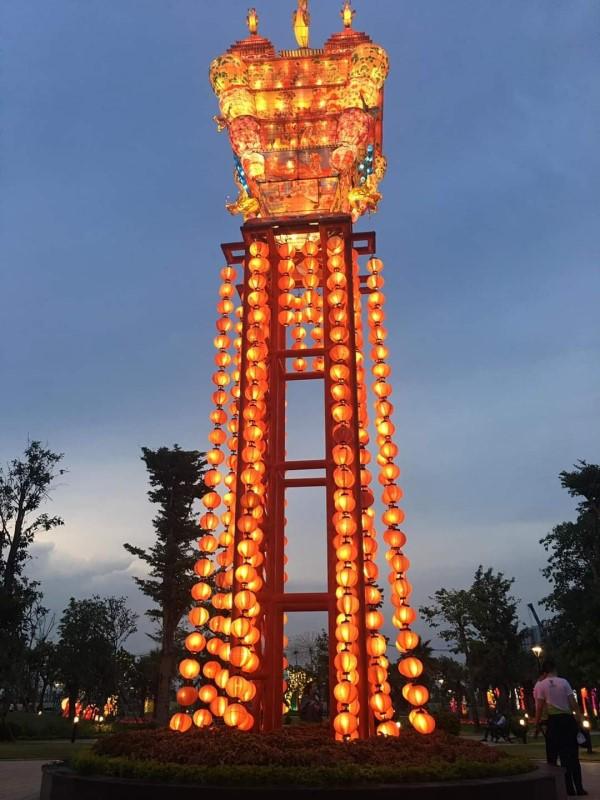 đèn lồng hình Samurai