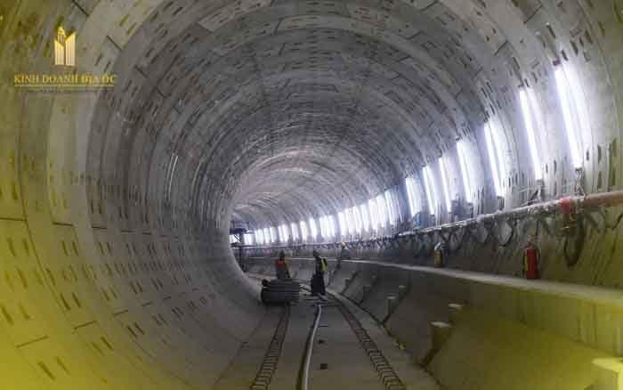 Đường hầm tầng B1 của ga Nhà hát TP hướng về ga Bến Thành.