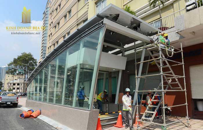 Lối lên xuống ga Nhà hát TP cũng đã cơ bản hoàn thành