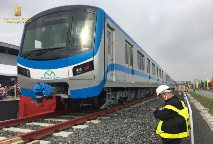 Tuyến Metro số 1 chạy thử nghiệm tại ga Long Bình